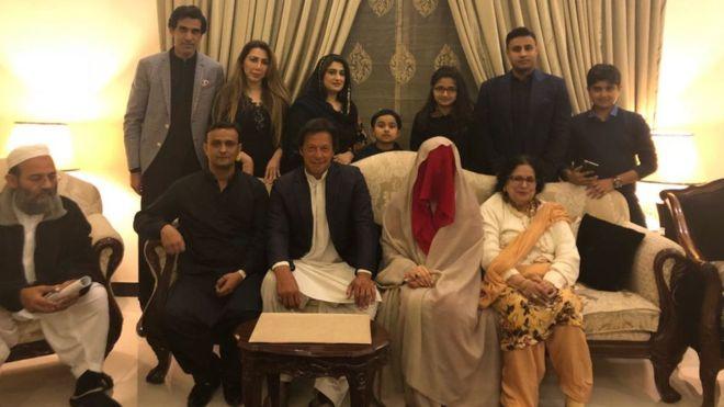 पूर्वक्रिकेटर इमरान खान र बुशरा मानिकाले गरे विवाह