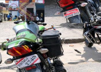 सर्वोच्चको आदेशसँगै नागरिकता लिनेको भीड, प्रशासनमा भारतीय मोटरसाइकलको चाप!