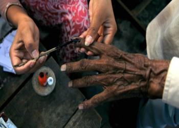 भारतमा दोस्रो चरणको निर्वाचन शुरु, नेताको घरमा पैसा भेटियो
