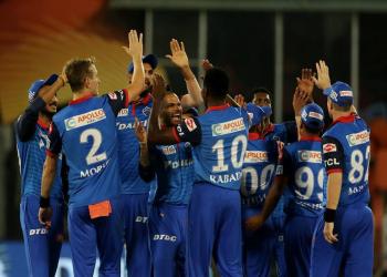 घरेलु मैदानमा दिल्ली पराजित, मुम्बइ ४० रनले विजयी
